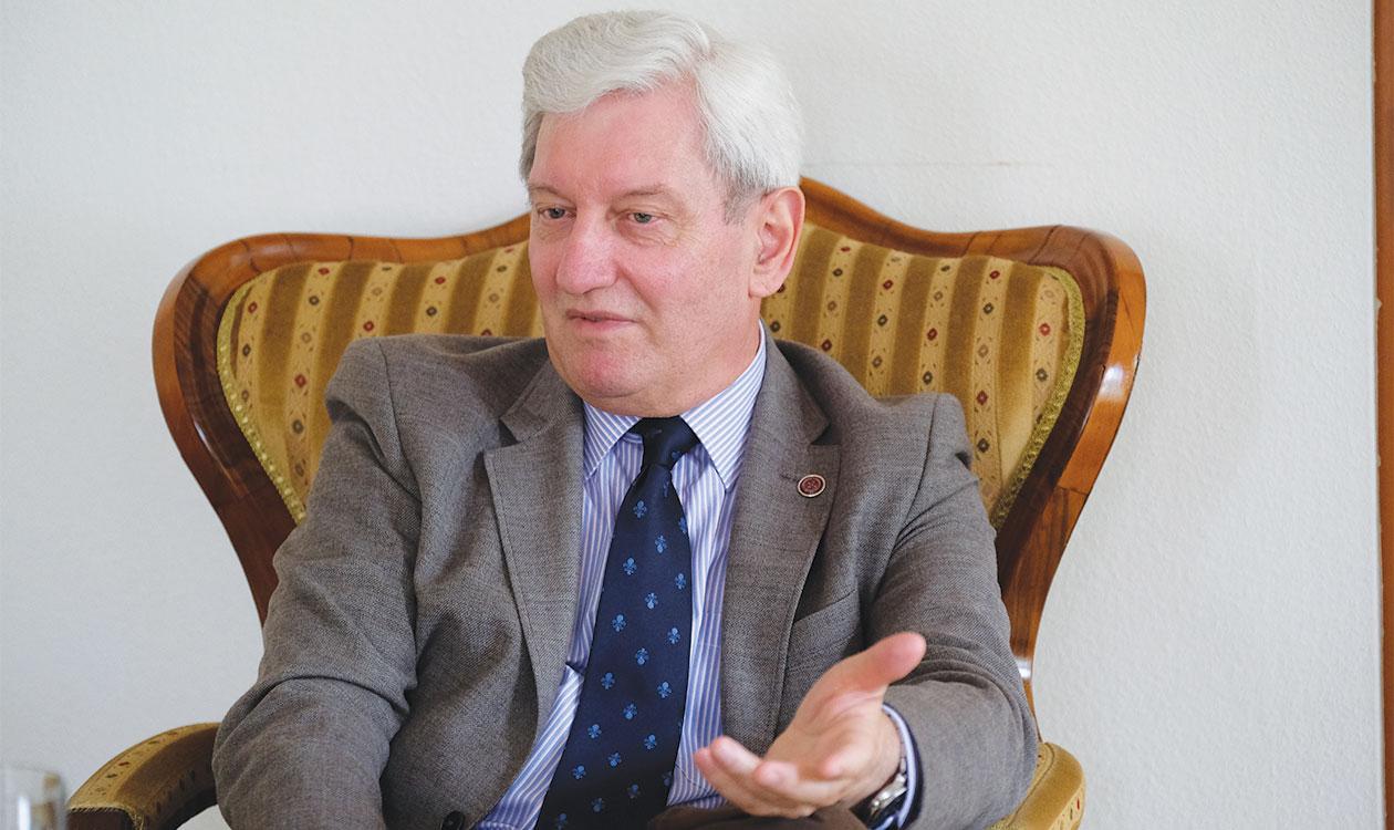 Portré: Dr. Bódis József