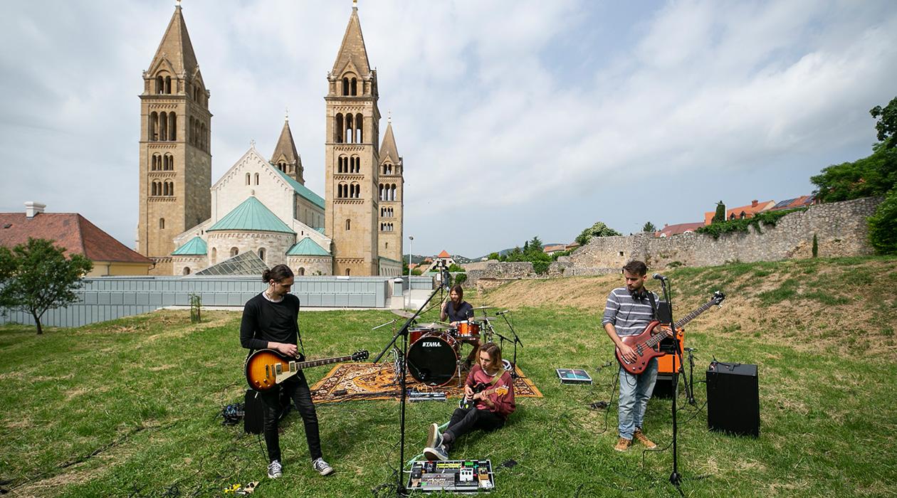Színpadon: Pécs!